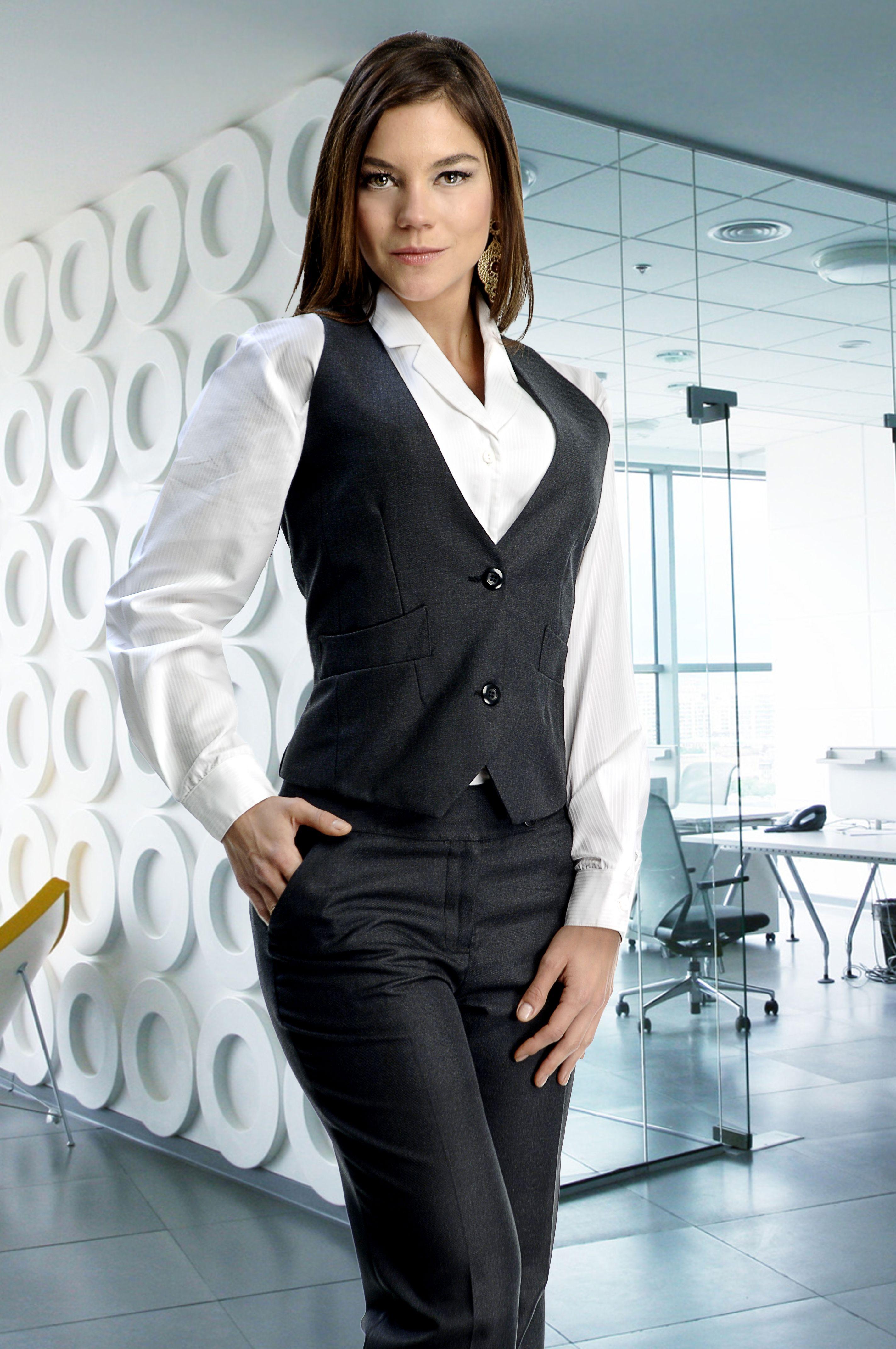 Uniforme para personal femenino de tres piezas pantalón y chaleco gris y  blusa blanca http  e001644d0db9