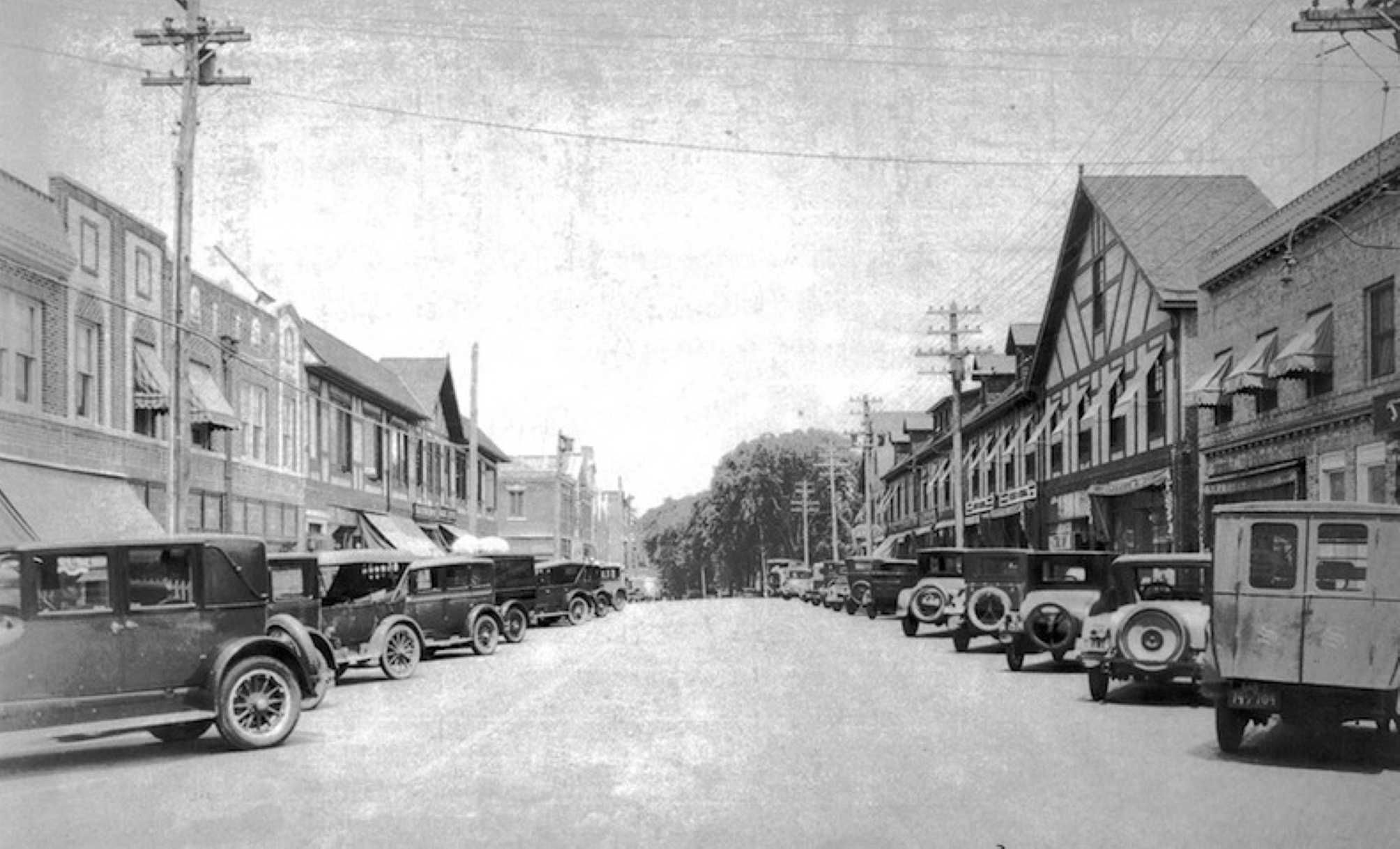 The Shopping District Was Bustling In The 1920s On Great Neck Road In What Is Now Called Great Neck Plaza Credit H Long Island History Long Island Ny Island