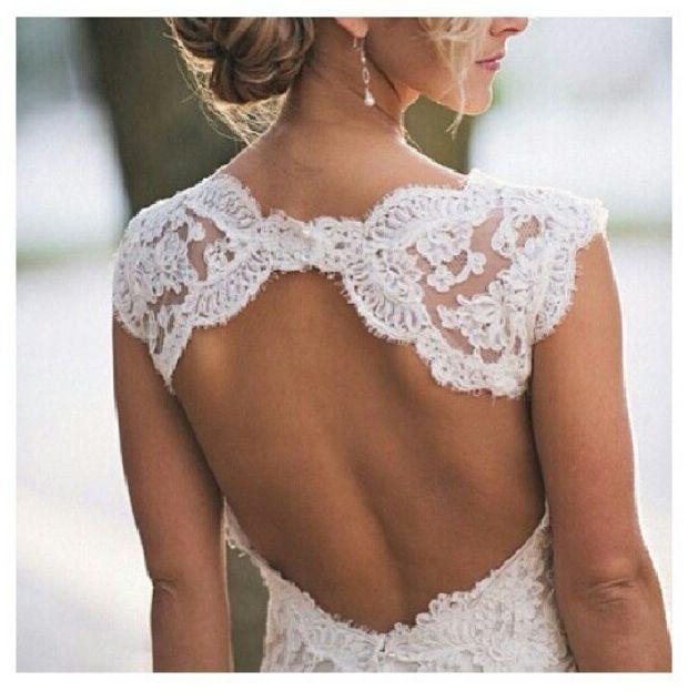 Lovely lace back dress!