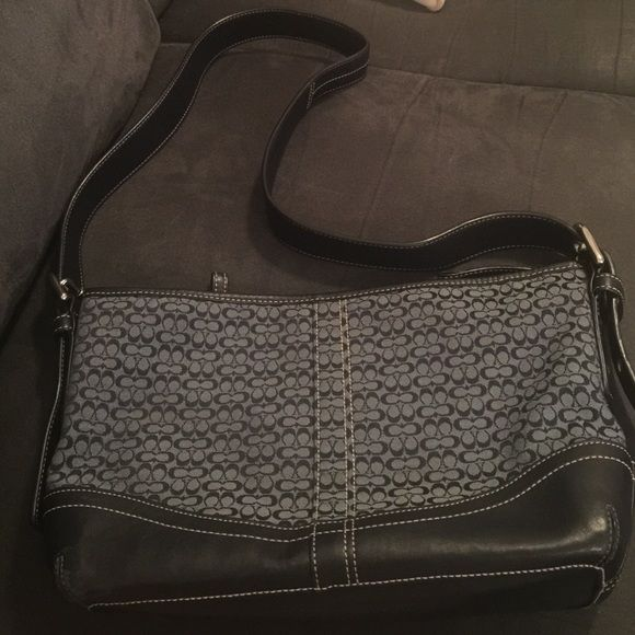 Coach Purse Worn but in excellent condition Coach Bags Crossbody Bags