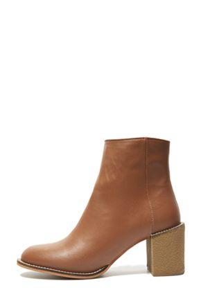 Stylenanda 秋冬圆头简约短靴秋冬圆头简约短靴 - 简约圆头 - 性感短靴 - 穿脱方便仅2种颜色,喜欢的MM们值得拥有哦^^