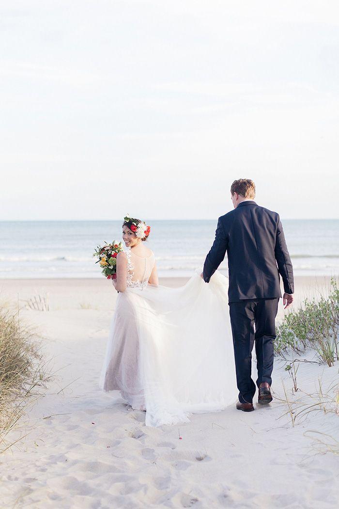 Kimberly And Parker S North Carolina Beach Wedding North Carolina Wedding Beach Budget Beach Wedding Beach Wedding Photos