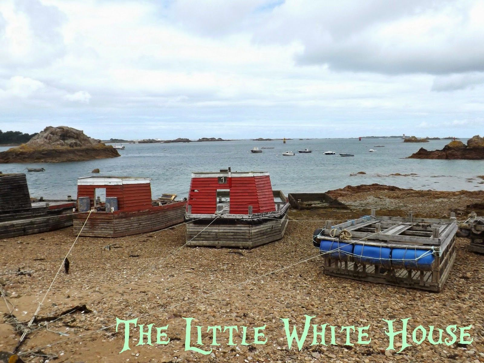 The Little White House On The Seaside Loguivy De La Mer Little White House White House Seaside