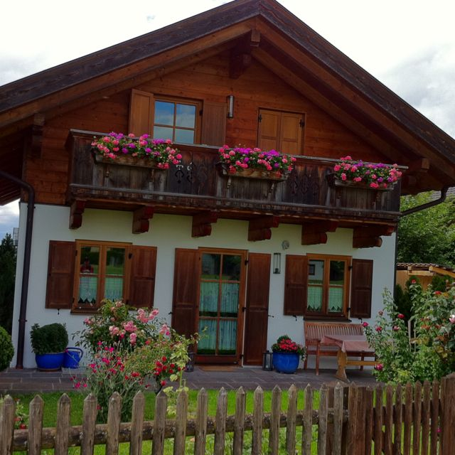 Cute bavarian house germany world travels pinterest for Bavarian style house plans