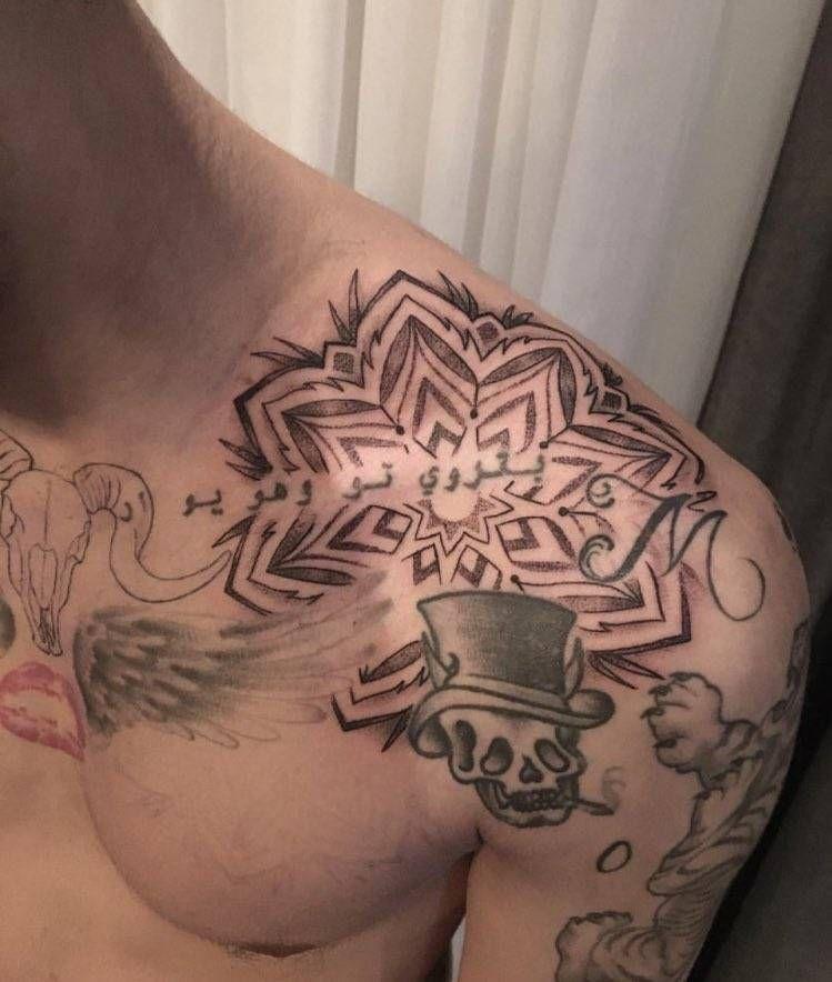 Large Mandala Design On Zayn Malik S Left Shoulder Take A Look At Zayn Malik Tattoos Zayn Tattoos
