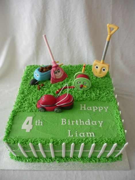 Awesome lawn mower cake! need to find some natural green coloring ...