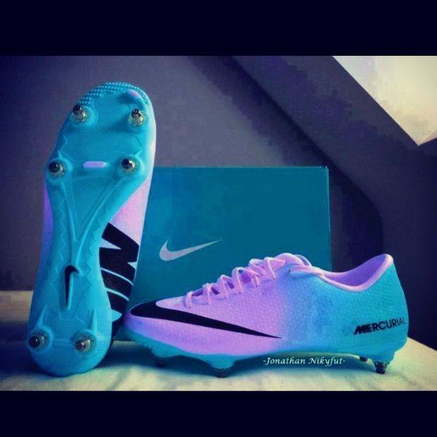 1b4c895fbf Pin by Lexi Bird on Soccer | Nike soccer, Soccer boots, Soccer gear