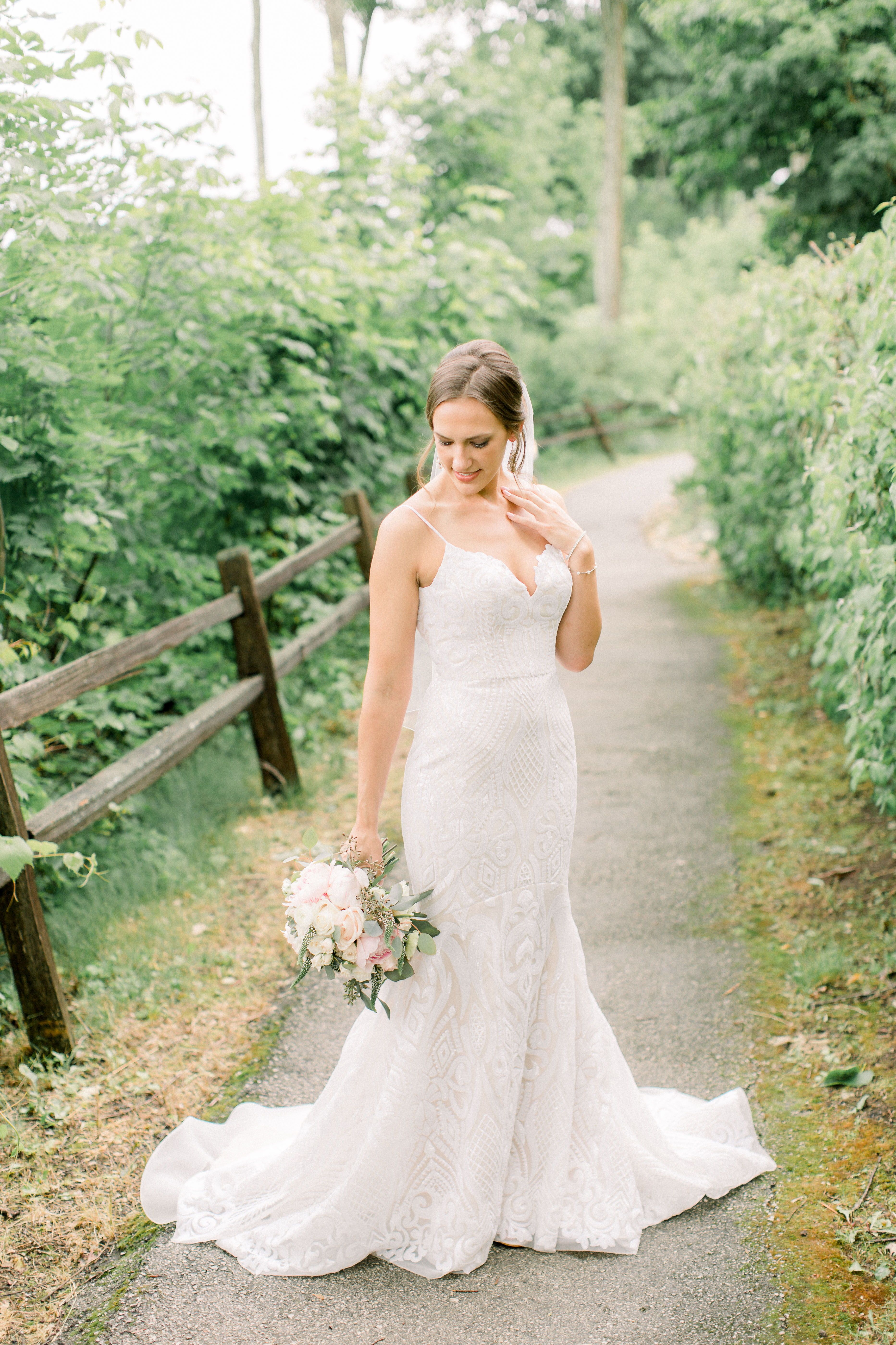 Kerry Nicholas An Elegant Outdoor Wedding At Woodwalk Gallery In Door County Jessica Bedore Photography Film Wedding Photographer Wisconsin Wedding Classic Wedding Flowers [ 5593 x 3729 Pixel ]