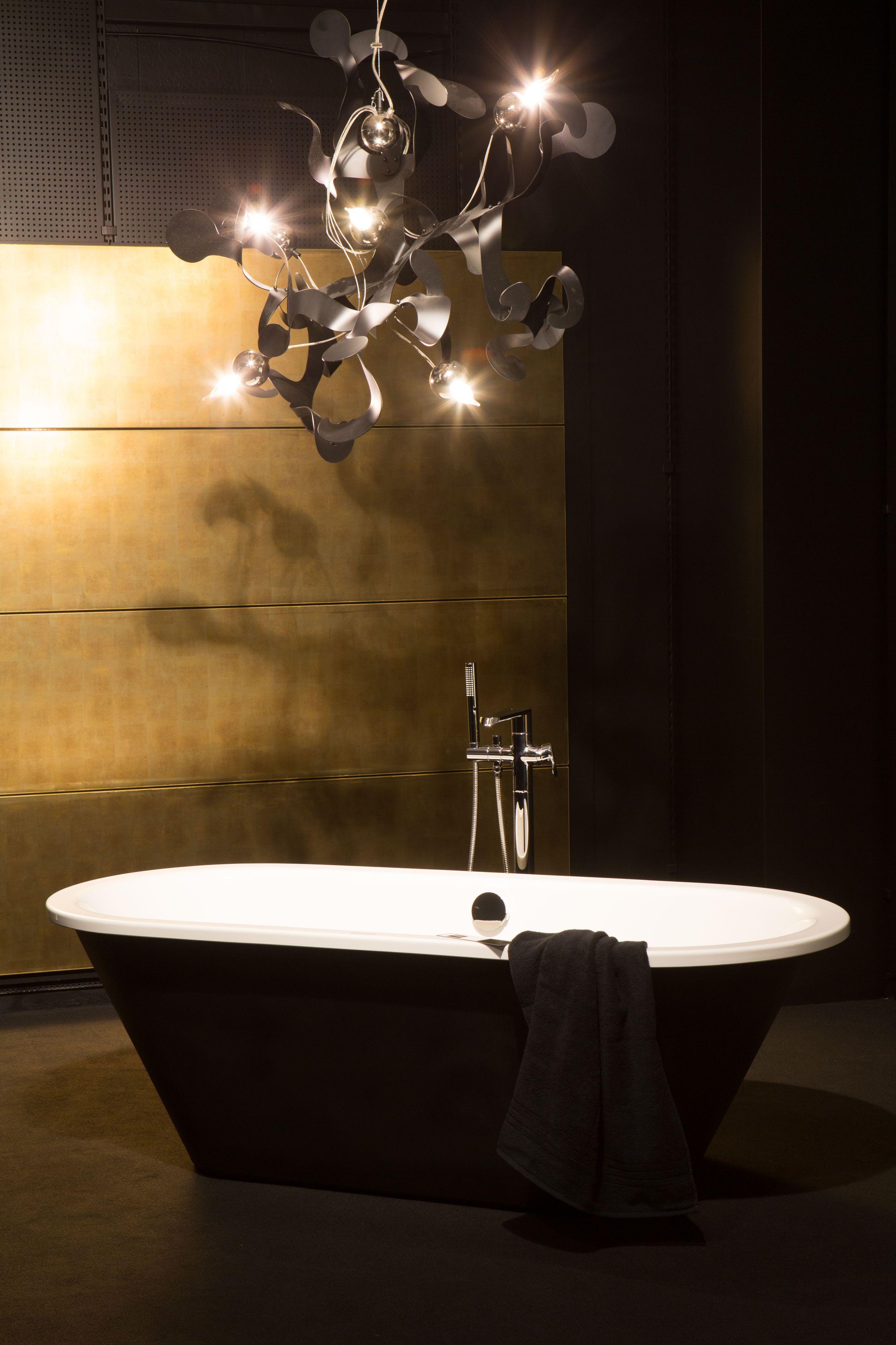 Edle Badezimmer Elegant Schwarz Freistehende Badewanne First Living Experte Der Rieger Exclusiv Badewanne Badezimmer Einrichtung Badezimmer Farben