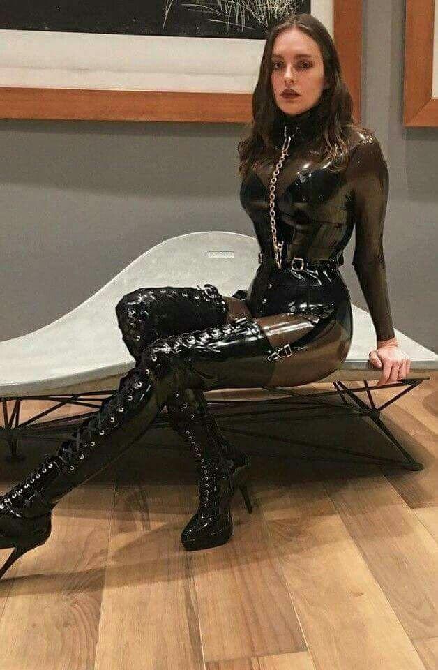 Queen dominatrix frida