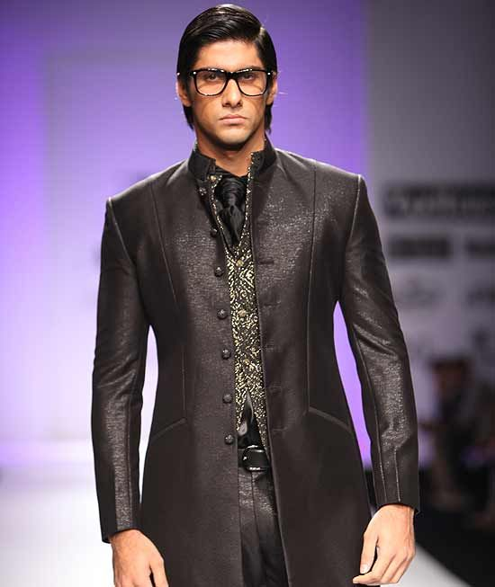 indian fashions for men   www.outlookindia.com   The Dandy March Past 7b15e38e52ad