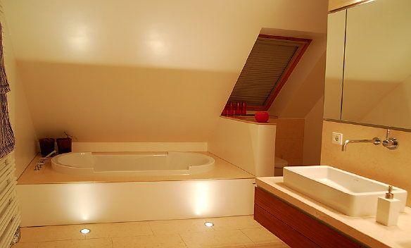 badewanne wc unter der schr ge badezimmer pinterest schr g badewannen und badezimmer. Black Bedroom Furniture Sets. Home Design Ideas