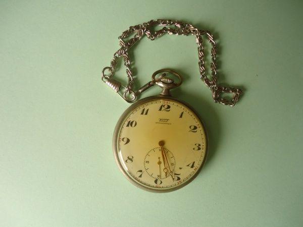 Relógio de Bolso TISSOT. Antigo ano 1948. Grande mede aproximadamente 57 mm diâmetro e 67 mm ate a
