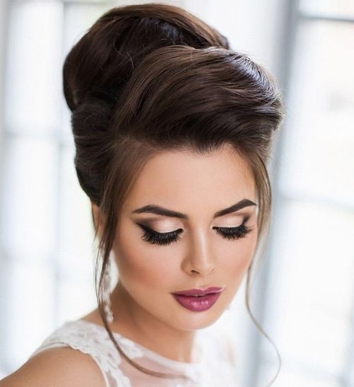 40 Chic Wedding Hair Updos for Elegant Brides   Beehive and Updo