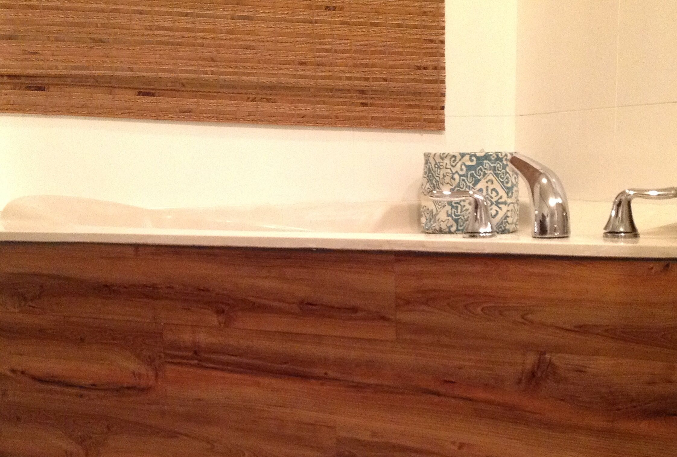 Tub Skirt   Tub Surround Makeover Using Adhesive Wood