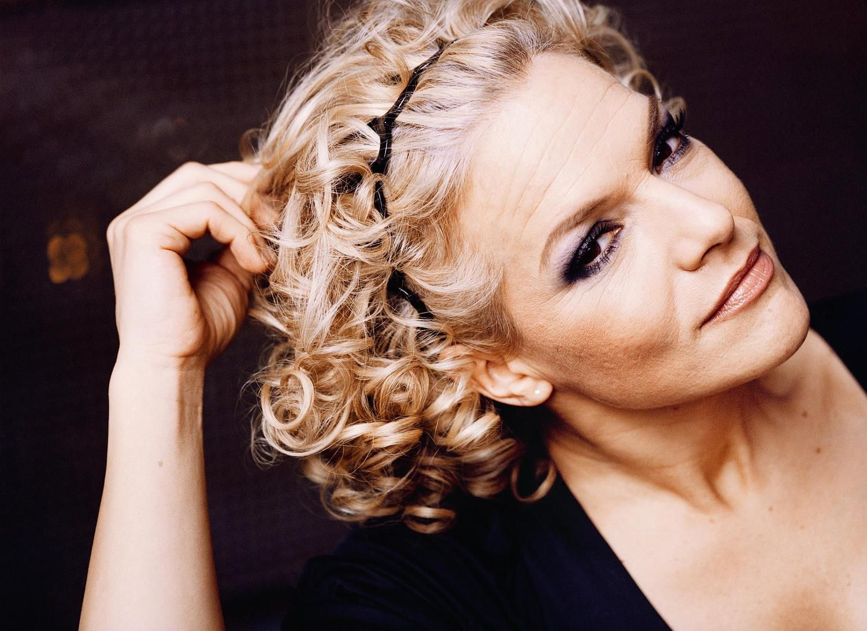Gruseliger Cro Magnon Brauenbogen Http Www Hamburg De Contentblob 895702 B606584b4f90cf51c1087190b56172c1 D Beautiful Celebrities Cinema Actress Celebrities