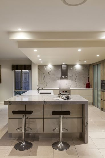 Kitchen renovation brisbane with caesarstone benchtops and white macubus quarzite design cabinet also spanish home decor ideas muy bueno beautiful rh pinterest