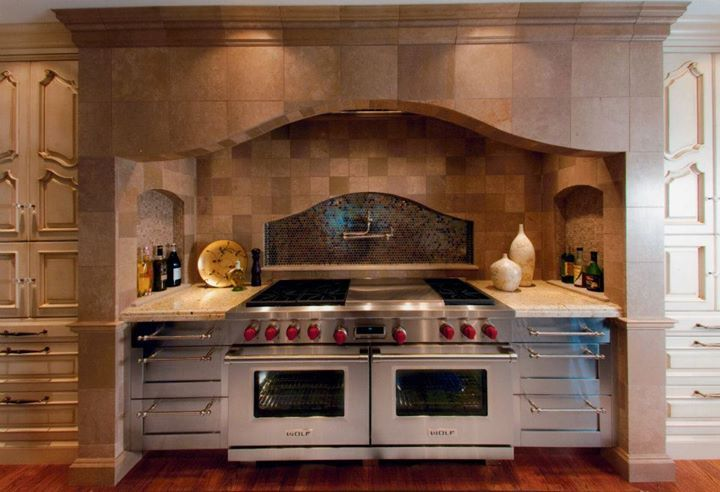 Sub Zero And Wolf S 60 Dual Fuel Range And Pro Hood Liners Kitchen Gallery Traditional Kitchen Design Home