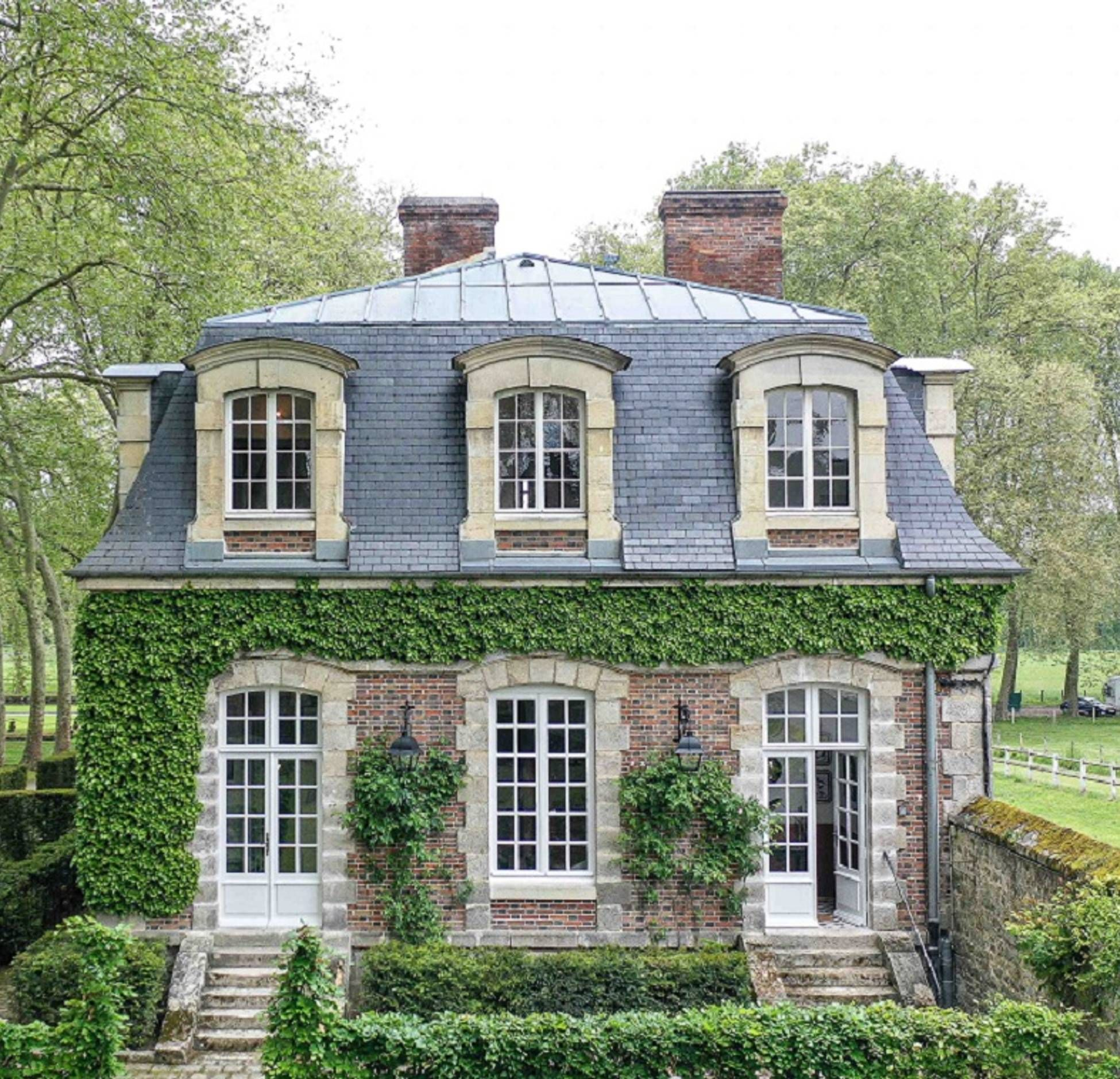 Une maison à la décoration classique dans le parc d un château près de Paris PLANETE DECO a homes world