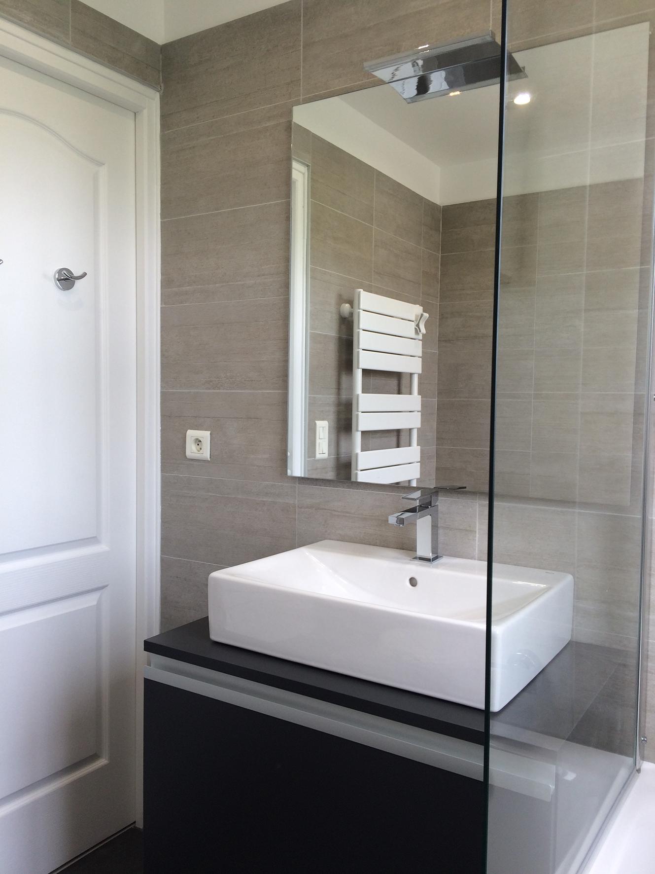 Salle De Bain Realisee Par Nuance D Interieur Lighted Bathroom Mirror Bathroom Mirror Bathroom Lighting