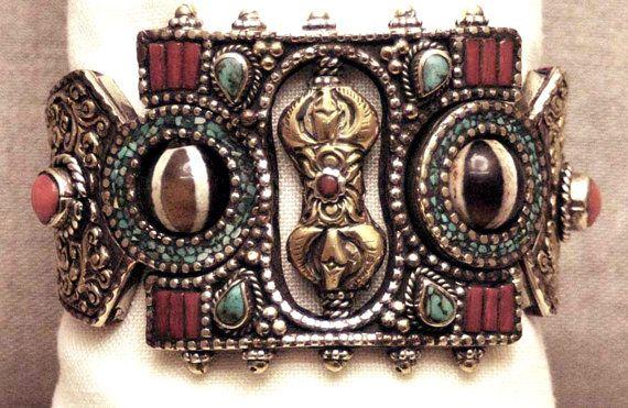 Vintage Tibetan Wisdom, Dzi and Dorje Amulet Bracelet (detail)