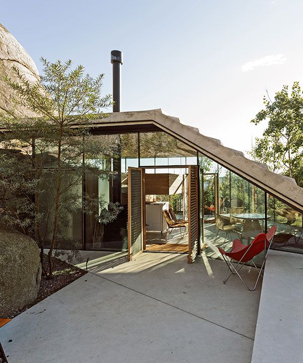 Photo of lundhagem constructs cabin knapphullet in natural rock formation
