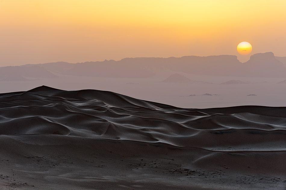 photo: White dunes of Erg Admer   photographer: Dmitry Dubikovskiy   WWW.PHOTODOM.COM
