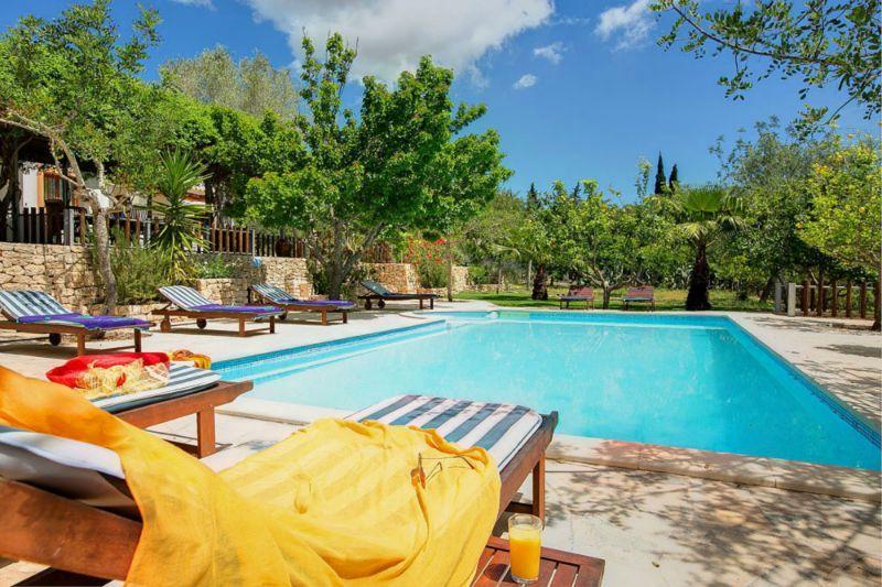 Villa Santa - Ibiza, Spanje - Sfeervolle villa met privé zwembad voor 7 personen - mail@xclusivevillas.com of bel: 0031 (0)85 401 0902