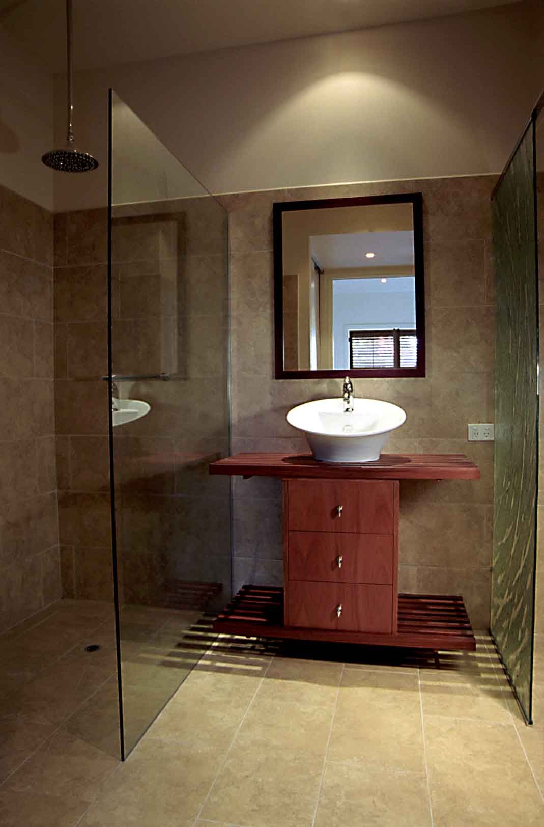 Wet room design for small bathrooms small ensuite for Small restroom design