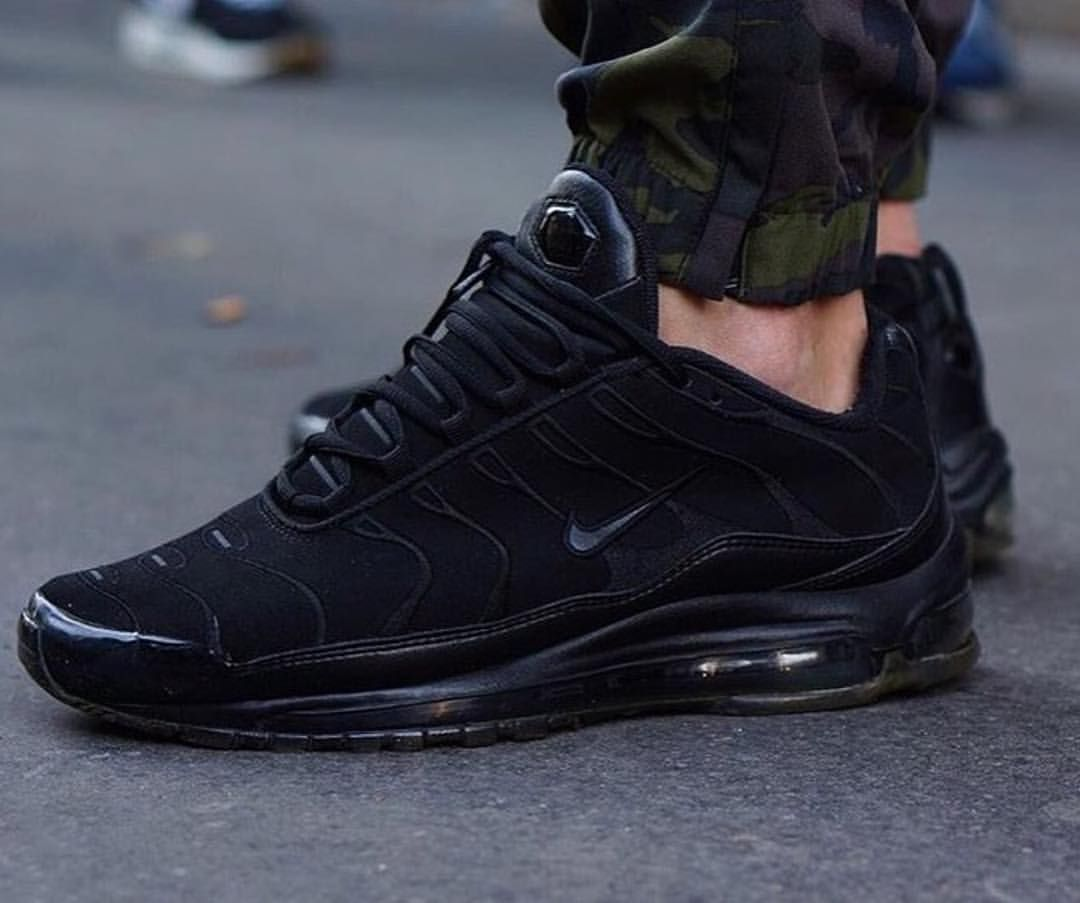 black nike air max tn