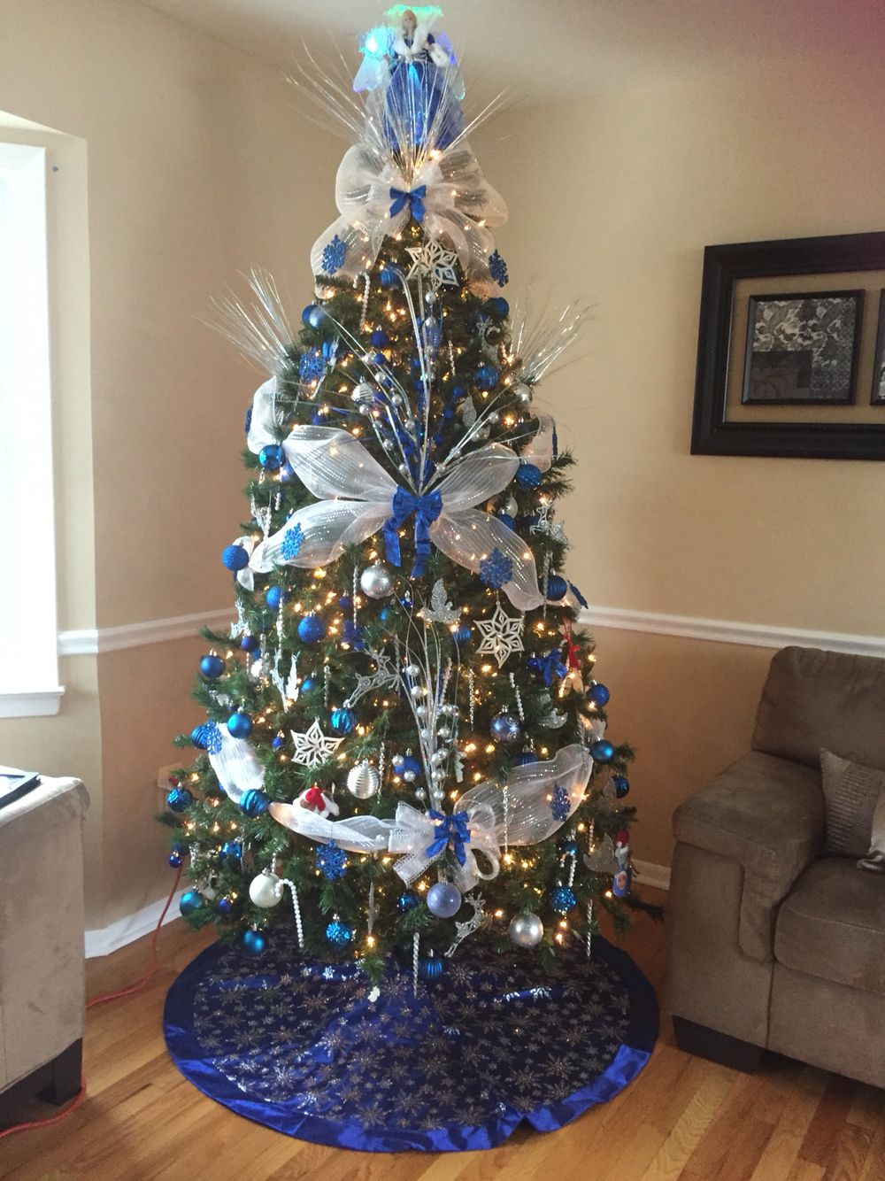 Royal blue, white and silver christmas tree. Love the color combination!