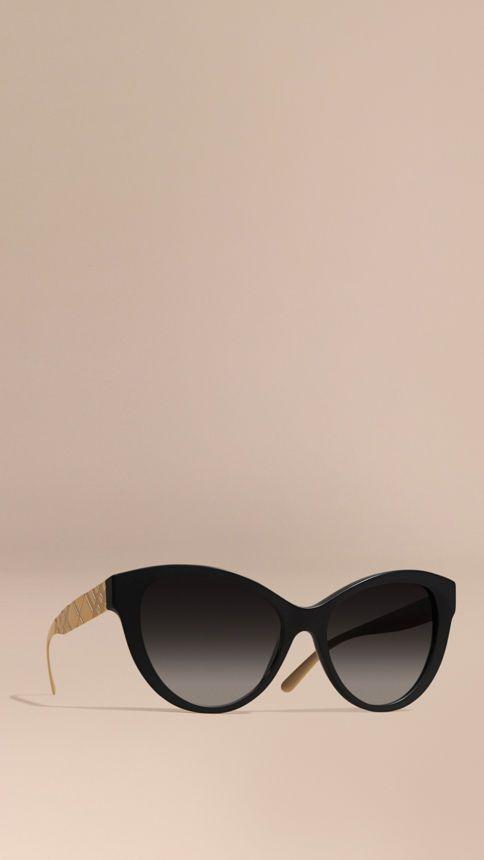 d2045b8a33 Negro Gafas de sol polarizadas con montura de ojo de gato y checks en 3D -  Imagen 1