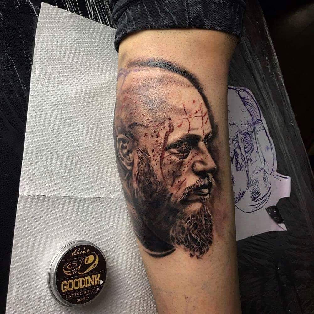 Ragnar lothbrok dragon tattoo imbrucethelightnink ragnar for Ragnar head tattoo stencil