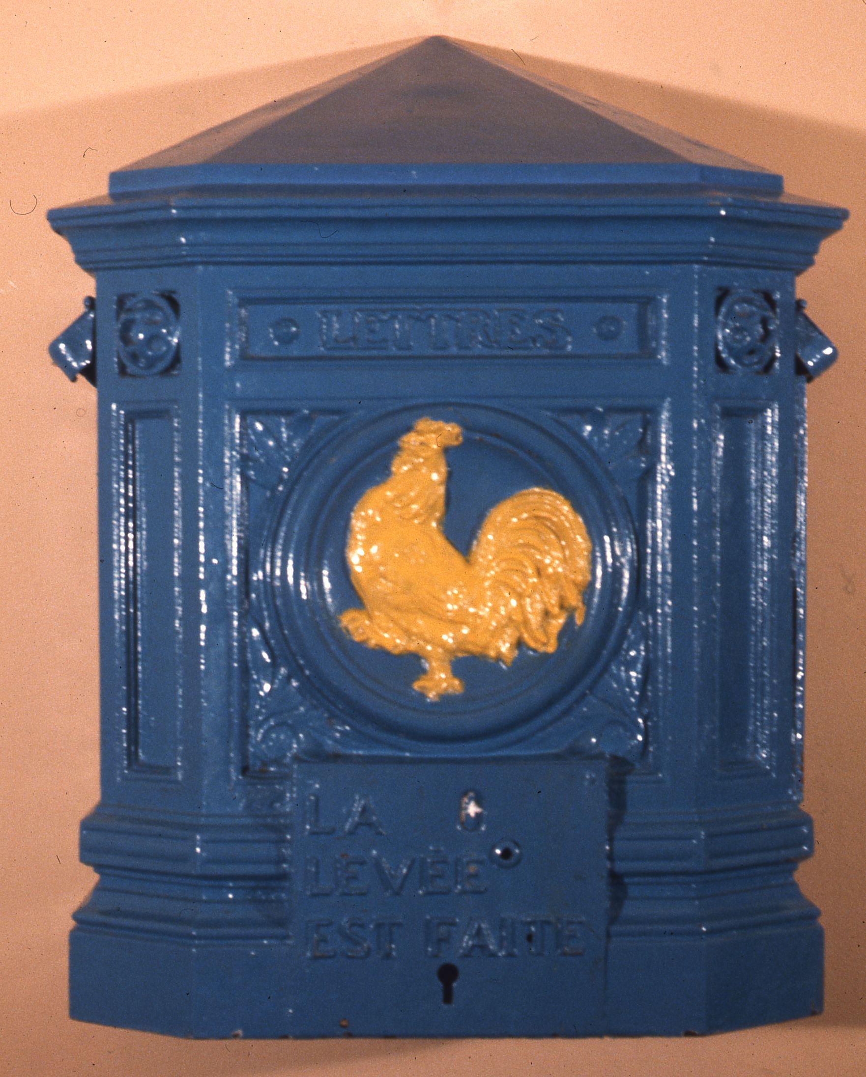Boîte aux lettres type coq 1925 © L'Adresse Musée de La Poste / La Poste, DR