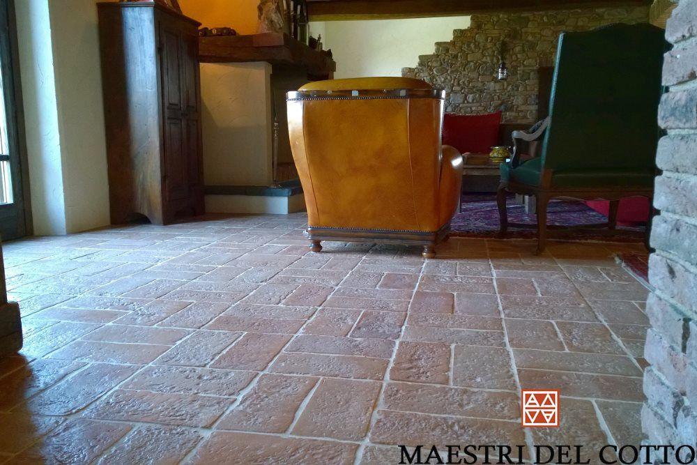 Pavimento rustico per interno e ed esterno ideale per pavimenti