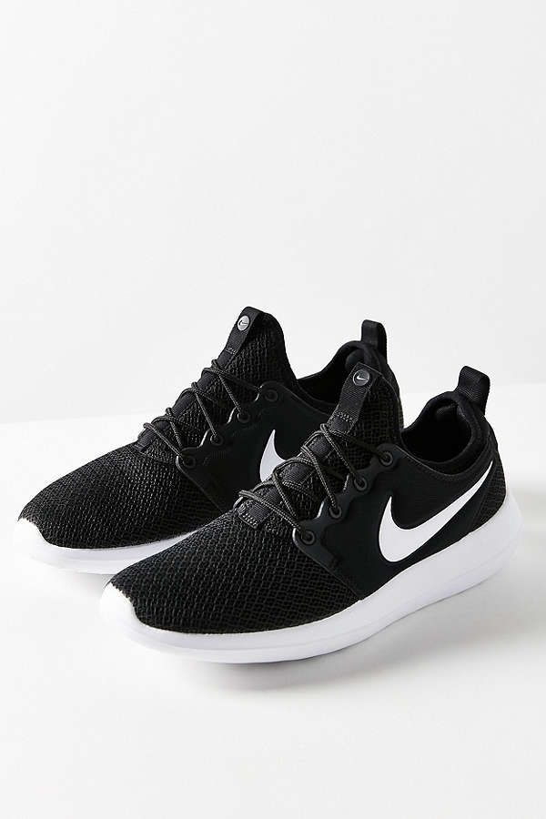 nike roshe casual outfitters