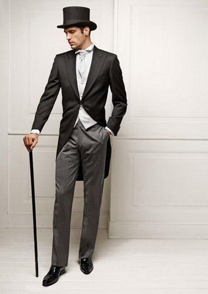 42e8d9bc02f3 L abito per l uomo è sicuramente il capo di abbigliamento più elegante.  Ecco le Basi dell Eleganza suggerite dall Avvocato  per scegliere l abito  più ...