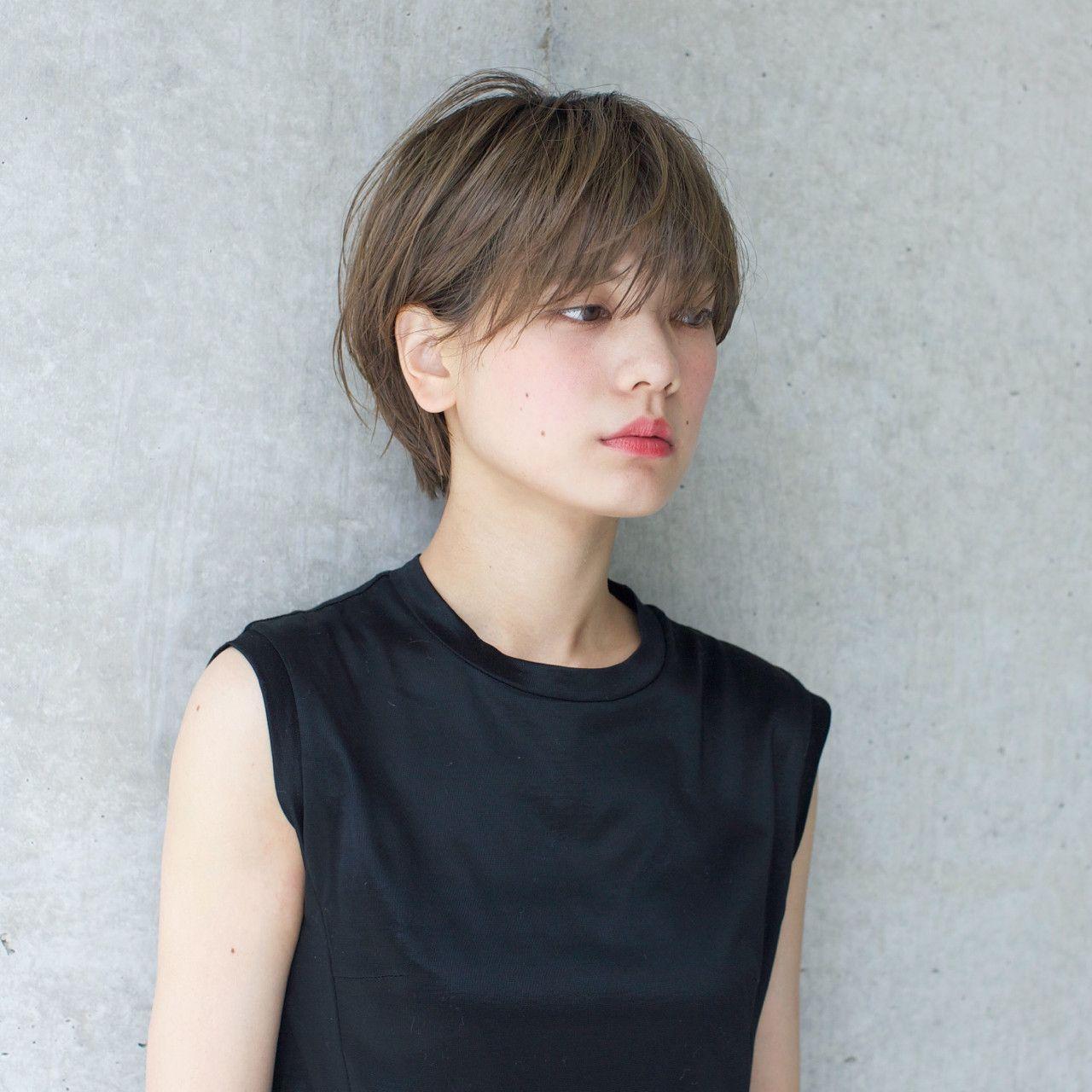 ショートは明るめの色で柔らかく 髪 色 スタイリスト ヘアスタイル