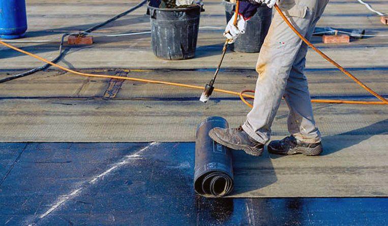 عزل الحمامات بعد السباكة اكتشف مراحل العزل المائي للأرضيات الحمام والمطبخ In 2021 Roof Coating Commercial Flat Roof Commercial Roofing Systems