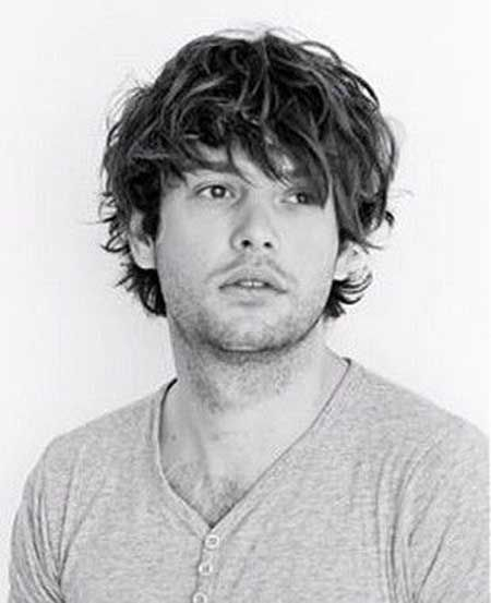 Straight Messy And Wavy Hairstyle Men Mens Hairstyles Medium Wavy Hair Men Medium Hair Styles
