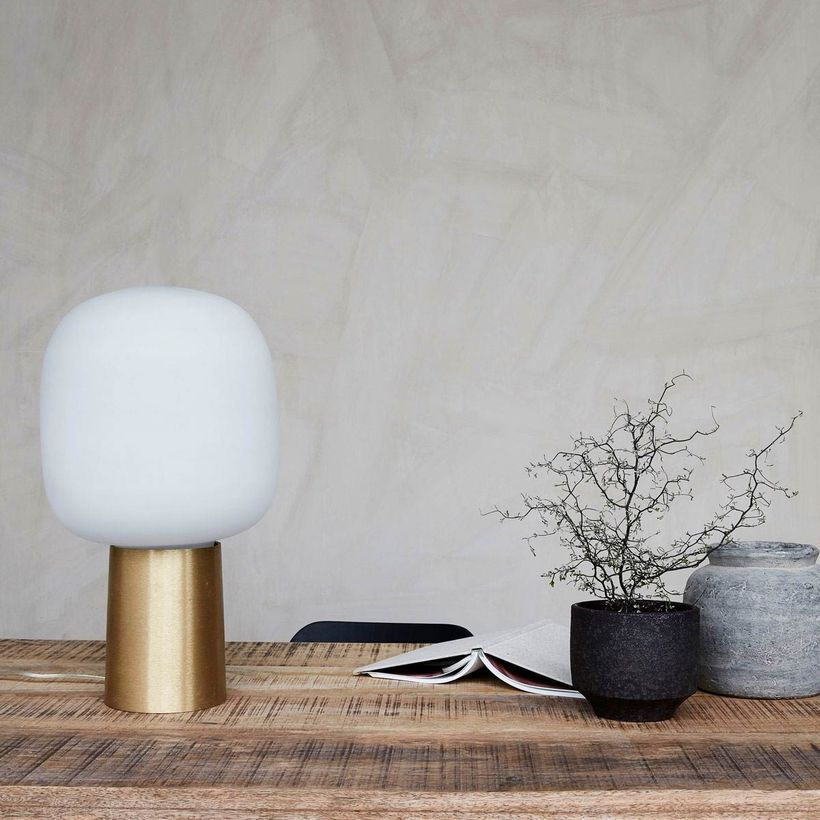 Lampe à poser rétro en laiton et verre opaque blanc House