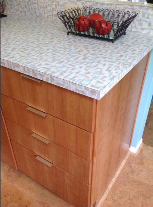 Best Wilsonart Retro Betty Countertop In This Inviting Kitchen 400 x 300