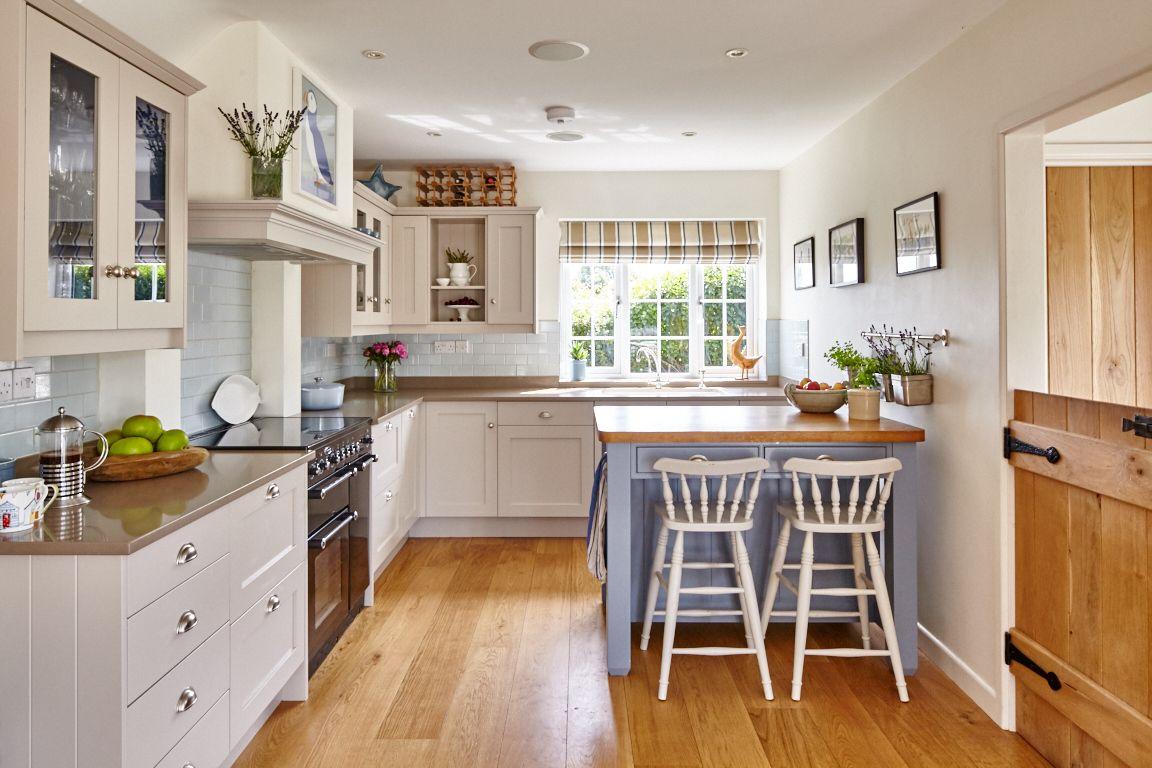 Open plan kitchen by LacyHulbert Interiors, Wiltshire, UK