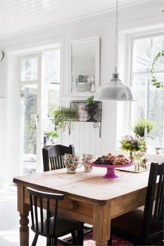 Le piante e i fiori sono i benvenuti in cucina, simboleggiano la ...