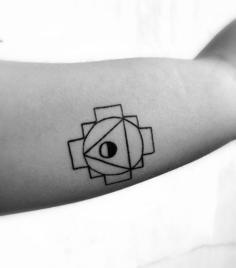 IMG_0423 geometrical tattoo circle and triangle