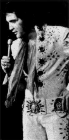Elvis on stage in Baltimore in november 9 1971
