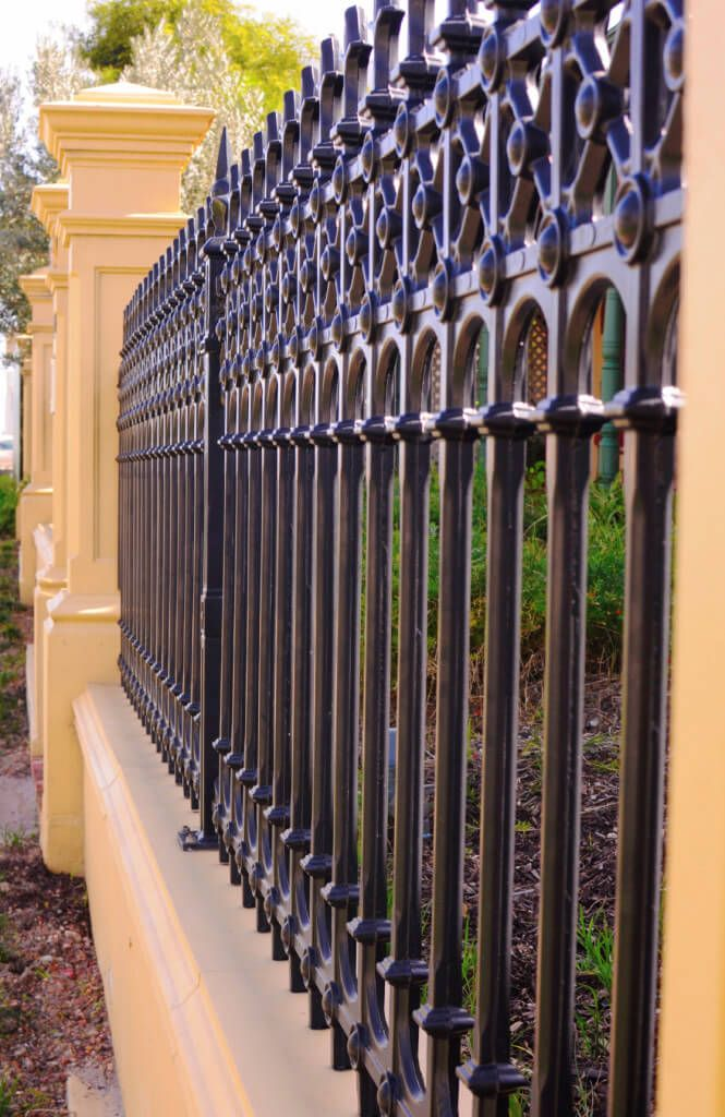 32 Elegant Wrought Iron Fence Ideas And Designs Fence Design Wrought Iron Fences Iron Fence