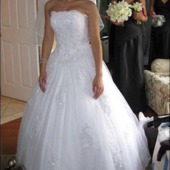 Gorgeous Oleg Cassini Strapless Wedding Dress