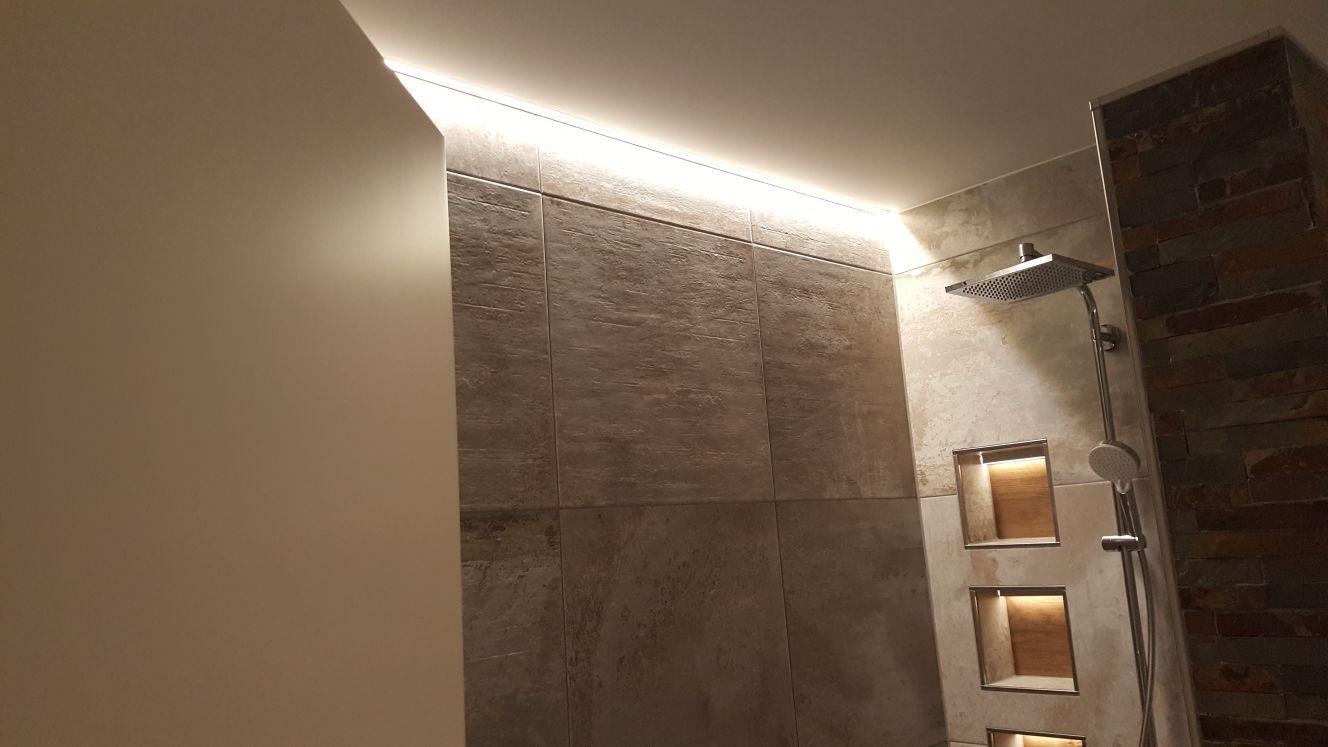 Indirekte Beleuchtung In Der Duschkabine Mit Led Strips Beleuchtung Indirekte Beleuchtung Streifenbeleuchtung