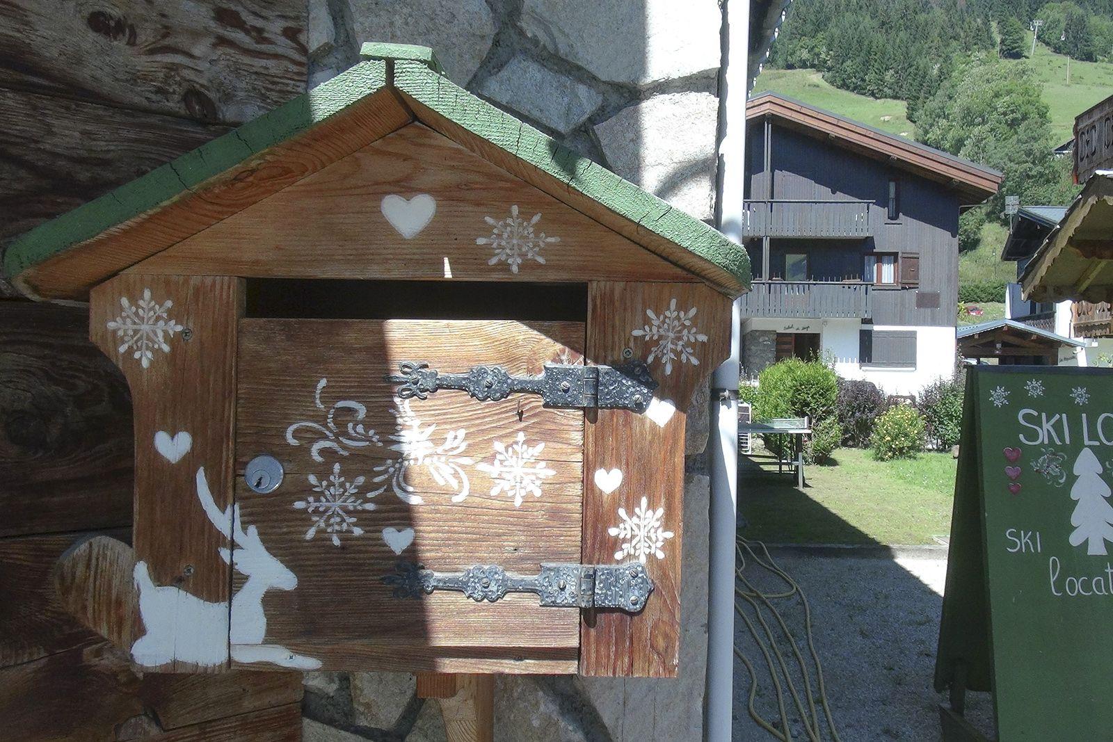 boîte 44 - julie jacquot #photo #boîteauxlettres #montagnes #chalets